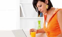 Sju av tio gör privata saker i smyg på jobbet